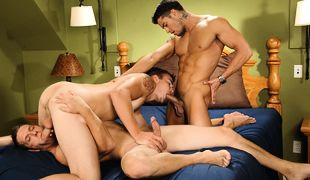 All-male 3some adventure !!!