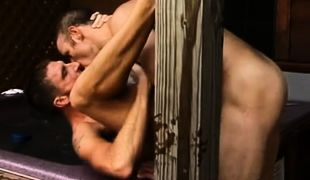 Strong dilfs kiss and fuck without condoms in pool