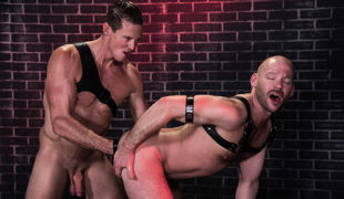 Mike Tanner is in a dark alley, horned up and waiting for the right stud to come along and help him out